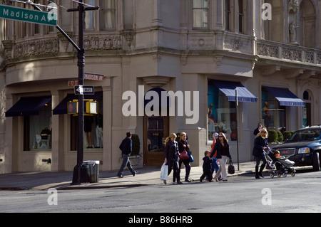 ... Kleidung Marke bekannt · Die Ralph Lauren speichert auf der Madison  Avenue in New York - Stockfoto f7c6e6f80d