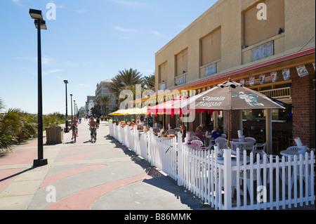 Cafe/Bar an der Promenade in Jacksonville Beach, Florida, USA - Stockfoto