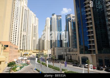 Straße in Dubai Marina, Vereinigte Arabische Emirate - Stockfoto