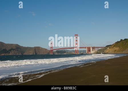 San Francisco Baker Beach mit Golden Gate Bridge im Hintergrund Foto 2 casanf76419 Foto Copyright Lee Foster - Stockfoto