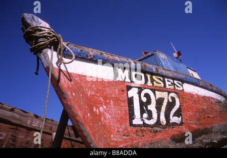Bunten alten hölzernen Fischerboot im Hafen von Iquique, Chile - Stockfoto