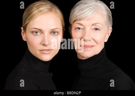 Junge und alte Frauen in schwarz - Stockfoto