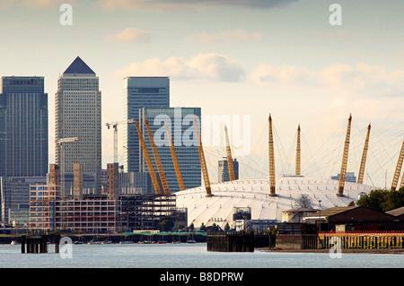 Canary Wharf und Millennium dome - Stockfoto
