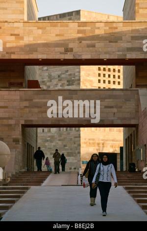 Blick vom Campus Zentrum in Richtung Bassily Auditorium, American University in Cairo neuen Campus, New Cairo, Ägypten - Stockfoto