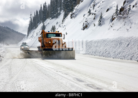 Colorado Department of Transportation Schneepflug arbeiten auf dem Highway 50 in der Nähe von Monarch Pass, Chaffee - Stockfoto
