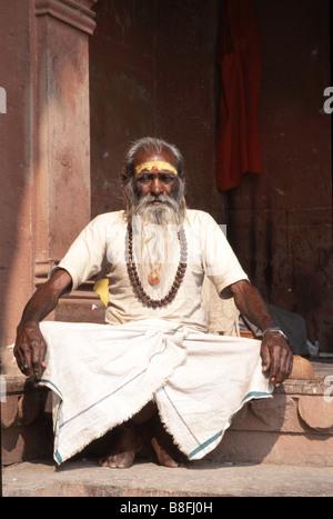 Ein Sadhu in Benares, Indien - Stockfoto