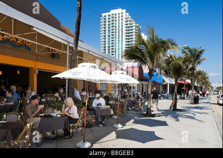 Cafe-Bar am Strand von Fort Lauderdale Beach Boulevard, Fort Lauderdale, Gold Coast, Florida, USA - Stockfoto