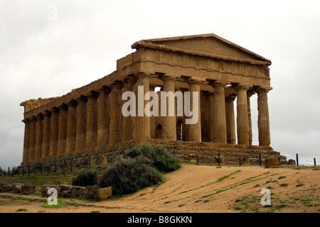 Tempio della Concordia, La Valle Dei Templi (Tempel der Eintracht im Tal der Tempel), Agrigento, Sizilien (Italien) - Stockfoto