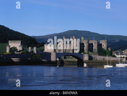 Conwy Castle und den Fluss in den frühen Morgenstunden Licht Conwy North Wales UK - Stockfoto