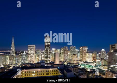Nachtansicht der Innenstadt Bankenviertel von Interncontinental Mark Hopkins Hotel, Nob Hill, San Francisco, Kalifornien - Stockfoto