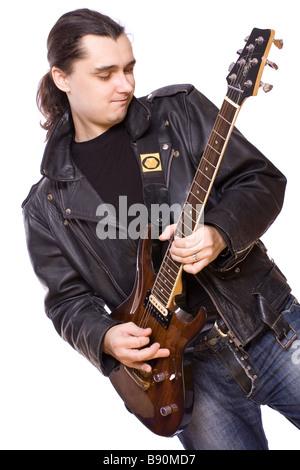 ein Mann spielt Gitarre auf weißem Hintergrund - Stockfoto