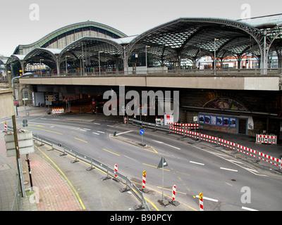 Bahnhof Köln und Verkehr - Stockfoto