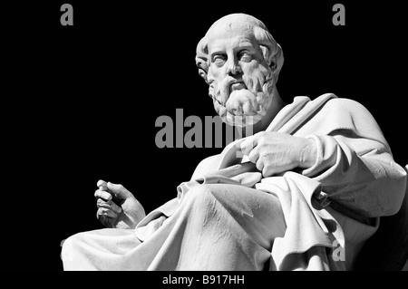 Marmorstatue des antiken griechischen Philosophen Plato vor Wissenschaft-Athen, Griechenland - Stockfoto