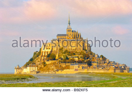 Mont Saint Michel bei Ebbe Brittany France - Stockfoto