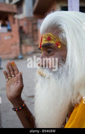 Indischer Heiliger Sadhu Varanasi - Stockfoto