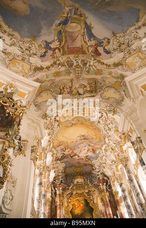Deutschland, Bayern, Steingaden, Wieskirche.  Wallfahrt Kirche Wies, Rokoko Interieur und bemalte Decke über dem - Stockfoto