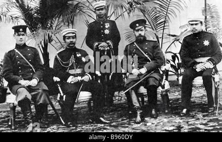 Kaiser Nicholas II zweite rechts und Grand Duke Mikhail Alexandrovich zweiter von links treffen mit dem König von - Stockfoto