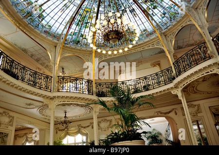 Monaco, Monte Carlo, inneren Blick auf 'Hermitage Hotel', WInter Garten, mit Decke aus Buntglas - Stockfoto