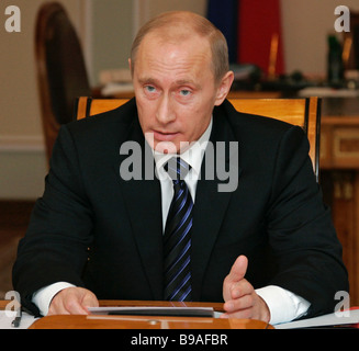 Der russische Präsident Vladimir Putin hält eine Sitzung über die Aussichten für die Entwicklung von Russland s - Stockfoto