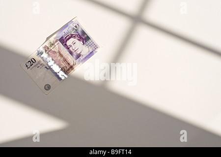 20-Pfund-Note im Fenster Schatten - Stockfoto