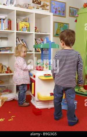 Kinderzimmer Junge Madchen Spielzeug Spielen Zusammen Kuchenserie