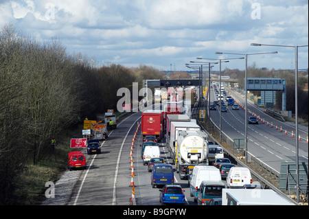 Verkehrsunfall auf der Verbindungsstraße von M42/M6, in der Nähe von Birmingham - Stockfoto