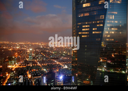 China, Shanghai. Blick vom Jin Mao Tower des World Financial Centers. - Stockfoto