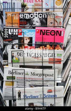Zeitungsständer, Deutsche Zeitschriften und Zeitungen - Stockfoto