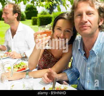 Mittagessen im Garten - Stockfoto
