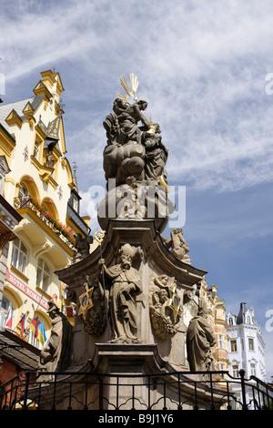 Barocke Pest Spalte und 19. Jahrhundert Kurhäuser, Karlovy Vary, Karlsbad, West-Böhmen, Tschechische Republik, Europa - Stockfoto