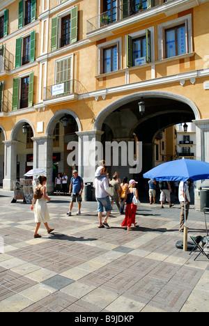 Platz mit Touristen, Arkaden, Plaza, Placa Major, Altstadt, Ciutat Antiga, Palma De Mallorca, Mallorca, Balearen - Stockfoto