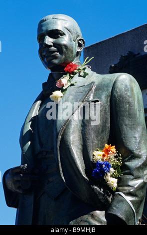 Argentinien, Buenos Aires, Detail von Carlos Gardel Statue auf seinem Grab im Friedhof La Chacarita - Stockfoto