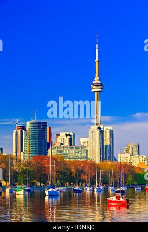Stadt von Toronto gesehen von Ontario Place in Toronto Ontario-See Ontario Kanada - Stockfoto