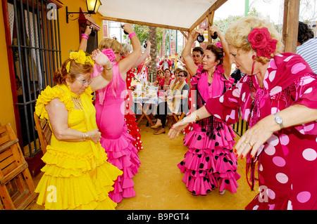Spanien, Andalusien, Feria de Jerez De La Frontera, Flamenco-Tänzer - Stockfoto