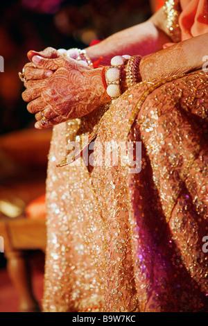 indische Hochzeit, Hände mit Henna bemalt - Stockfoto