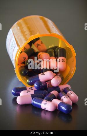 Verschreibungspflichtige Medikamente - Antibiotika Pillen - Stockfoto