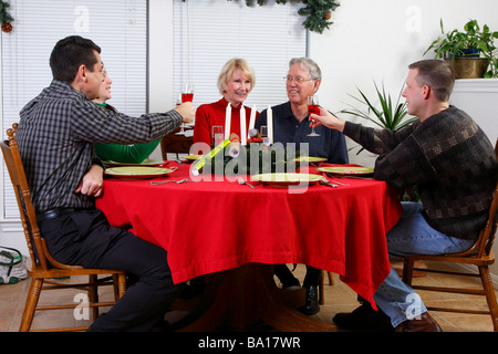 Toast unternommen, älteres Ehepaar - Stockfoto