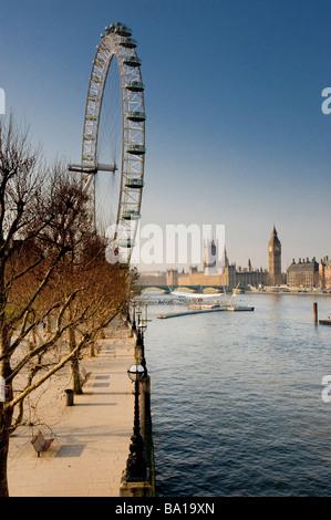 London Eye mit Big Ben im Hintergrund - Stockfoto