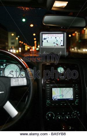 Auto cockpit straße  Auto innen Cockpit Incar Medien bereitstellen Zubehör Technik iPod ...
