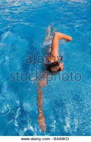 Frau, schwimmen Runden im Schwimmbad - Stockfoto