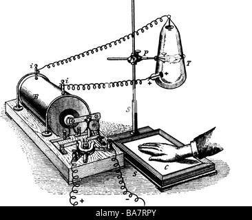 Roentgen, Wilhelm Conrad, 27.3.229 - 10.2.1923, deutscher Physiker, sein erster Röntgenapparat, - Stockfoto