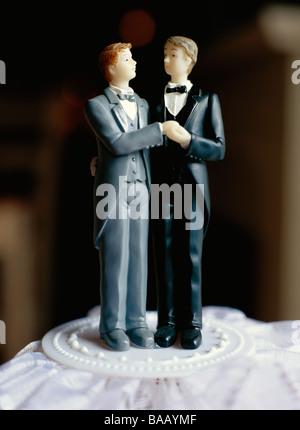 Ein schwuler Brautpaar auf der Torte, Schweden. - Stockfoto