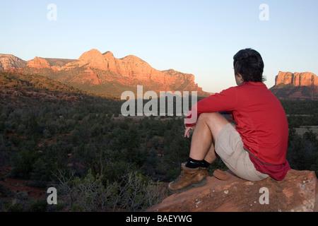 Wanderer auf Rücken und darüber hinaus Trail - Sedona, Arizona - Stockfoto