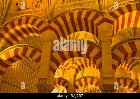 Schiffe der Almansur (Gänge von Almanzor) auf die Mezquita (-Moschee-Kathedrale), Córdoba, UNESCO-Weltkulturerbe. - Stockfoto