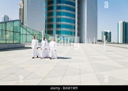 Nahen Osten Geschäftsleute auf einem Wolkenkratzer - Stockfoto