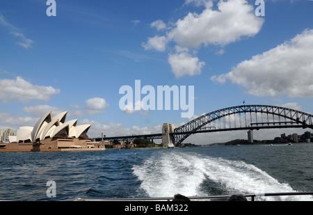 Sydney Australia, Ansicht von Sydney Bridge und Opera House.Icons of Australia, die Brücke im Jahr 1932, The Opera - Stockfoto