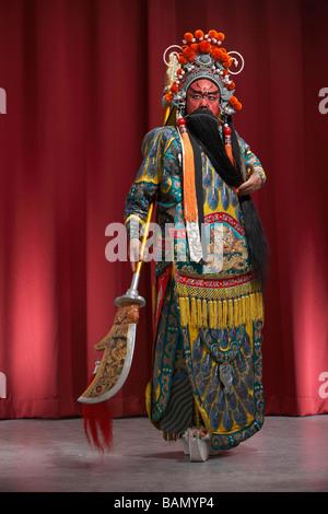 Guang Gong, alten chinesischen General in Beijing Opera Kostüm, steht für Schutz und Wohlstand - Stockfoto