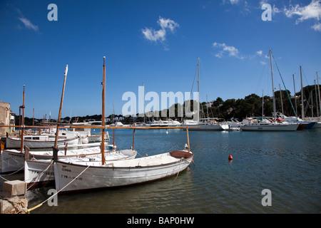 Boote im Hafen von Cala d ' or-Mallorca-Spanien - Stockfoto
