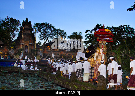 Tempel in Ubud während der Koningan Zeremonie Bali Indonesien - Stockfoto
