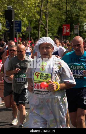Kostümierte Läufer in den London-Marathon 2009. - Stockfoto